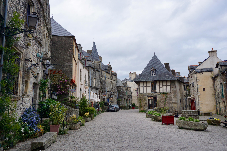 the quiet and beautiful Rochefort-en-Terre