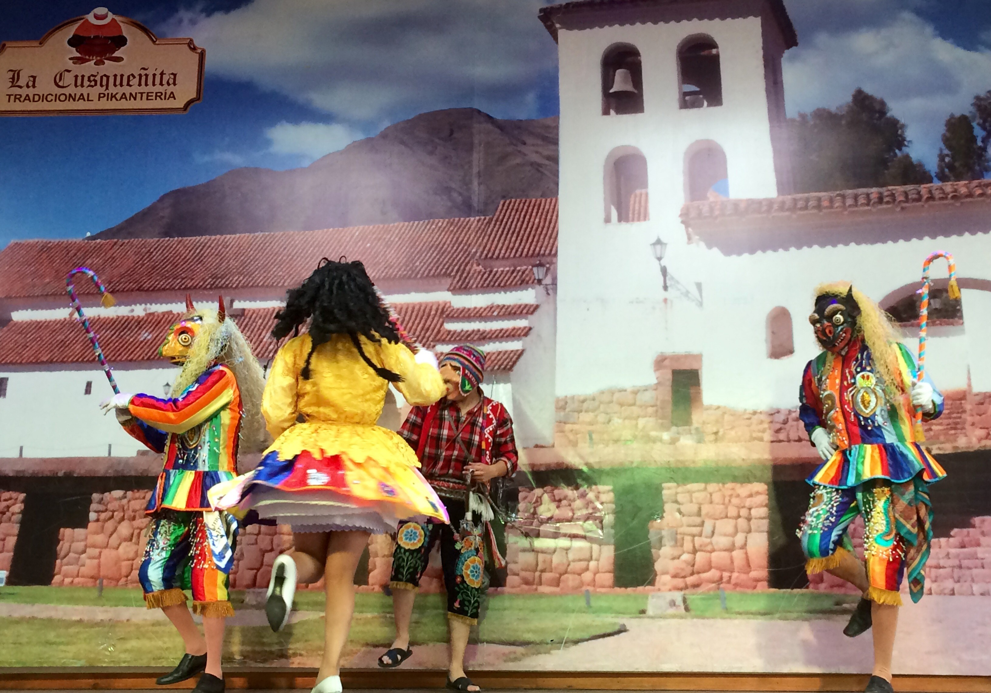 lunch with a side of traditional Peruvian entertainment