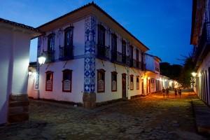 paraty, rio at night